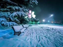 Набережная в снегу.